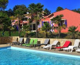 Holiday house in Vaison-la-Romaine with pool, in Provence-Côte d'Azur.