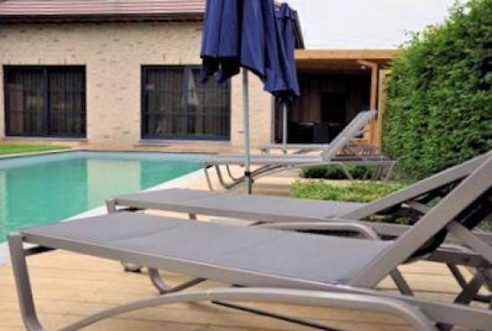 Vakantiehuis in Hertsberges, West-Vlaanderen - Terras bij zwembad