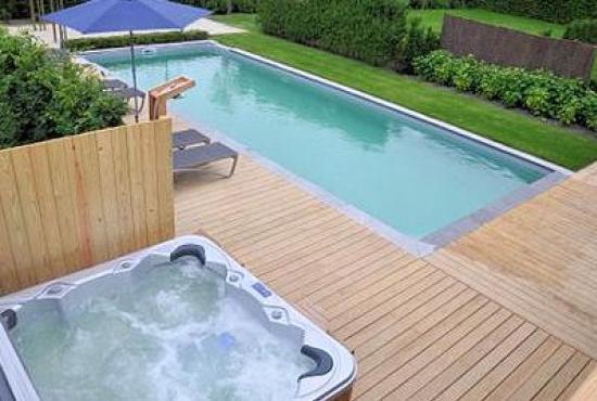 Vakantiehuis in Hertsberges, West-Vlaanderen - Zwembad en jacuzzi