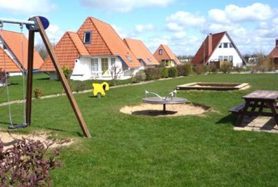Vakantiehuis in Dorum-Neufeld, Niedersachsen - Kinderspeelplaats op het park