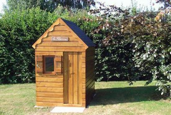 Holiday house in Ablon, Normandy - Playhouse in the garden