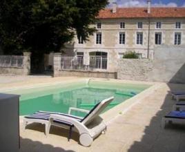 Vakantiehuis in Saint-Cybardeaux met zwembad, in Poitou-Charentes.