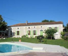 Vakantiehuis in Léoville met zwembad, in Poitou-Charentes.