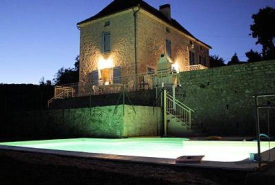 Holiday house in Tour-de-Faure, Dordogne-Limousin - Swimmingpool by night