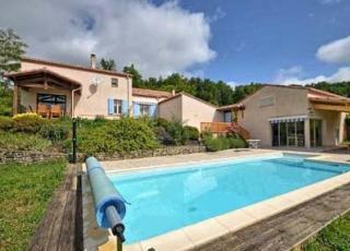 Holiday house with pool in Aquitaine in Beaugas (France)