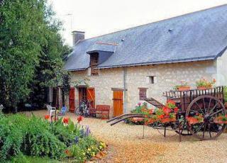 Vakantiehuis in Longué-Jumelles met zwembad, in Loire.