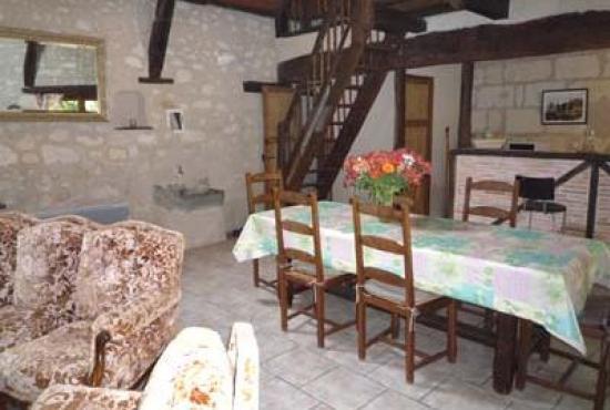 Location de vacances en Longué, Pays de la Loire - Séjour avec coin-salon, coin-repas et cuisine ouve