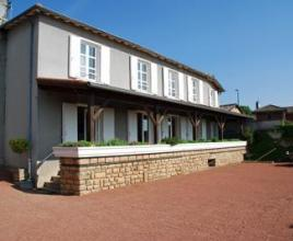 Holiday house in Chiroubles with pool, in Burgundy