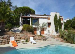 Vakantiehuis in Saint-Aygulf met zwembad, in Provence-Côte d'Azur.