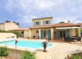Vakantiehuis in Nans-les-Pins met zwembad, in Provence-Côte d'Azur.