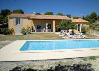 Vakantiehuis in Saint-Saturnin-les-Apt met zwembad, in Provence-Côte d'Azur.