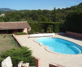 Vakantiehuis in Apt met zwembad, in Provence-Côte d'Azur.