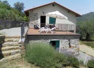 Location de vacances avec piscine à Dolceacqua, Ligurie.