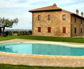 Holiday house in Paciano with pool, in Umbria.