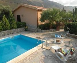 Holiday house in Fraginesi with pool, in Sicily.