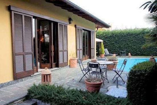Vakantiehuis in Biganzolo, Piemonte - Zijkant van het huis