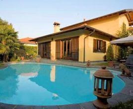 Casa vacanze con piscina in Biganzolo, in Piemonte.