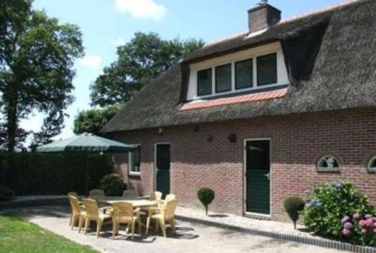 Vakantiehuis in Luttenberg, Overijssel - Huis en terras