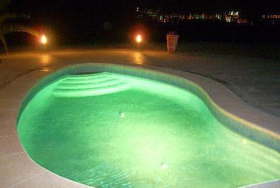 Holiday house in Alora, Andalusia - Swimmingpool by night