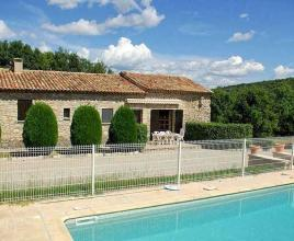Holiday house in Vachères with pool, in Provence-Côte d'Azur.