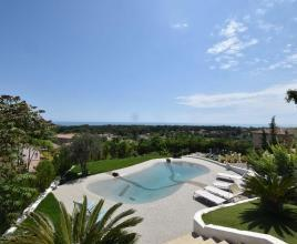 Holiday house in Villeneuve-Loubet with pool, in Provence-Côte d'Azur.