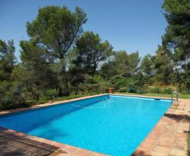 Holiday house in Ventabren with pool, in Provence-Côte d'Azur.