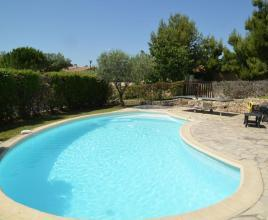 Casa vacanze con piscina in Châteaurenard, in Provence-Côte d'Azur.