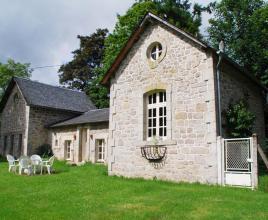 Casa vacanze con piscina in Chaumeil, in Dordogne-Limousin.