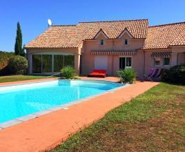 Location de vacances avec piscine à Saint-Pantaléon-de-Larche, Dordogne-Limousin.
