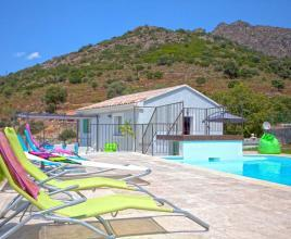 Holiday house in Pietralba with pool, in Corse.