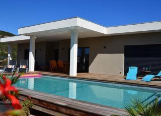 Vakantiehuis in Sainte-Lucie-de-Porto-Vecchio met zwembad, in Corsica