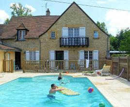 Casa vacanze con piscina in Saint-Vincent-de-Cosse, in Dordogne-Limousin.
