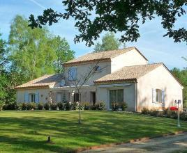 Holiday house in Payzac with pool, in Dordogne-Limousin.