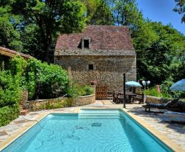 Holiday house in Besse with pool, in Dordogne-Limousin.