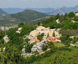 Vakantiehuis in Le Poet-en-Percip, in Provence-Côte d'Azur.