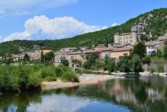 Vakantiehuis in Montboucher-sur-Jabron, Provence-Côte d'Azur - Vogüé