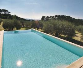 Casa vacanze con piscina in Orthoux-Sérignac, in Languedoc-Roussillon.