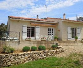 Holiday house in Saint-Etienne-d'Escattes, in Languedoc-Roussillon.