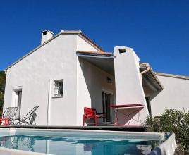Holiday house in Sommières with pool, in Languedoc-Roussillon.