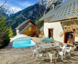 Casa vacanze con piscina in Venosc, in Alpes.