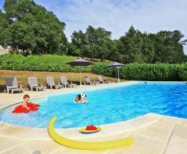 Location de vacances avec piscine à Bétaille, Dordogne-Limousin.