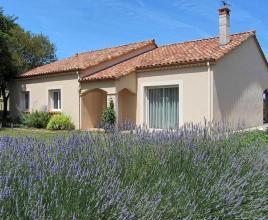 Location de vacances avec piscine à Pradines, Dordogne-Limousin.