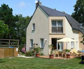 Holiday house in Pont-Mahé with pool, in Brittany.