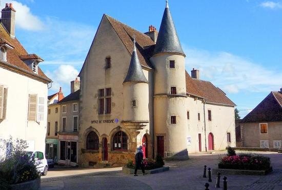Vakantiehuis in Moux-en-Morvan, Bourgogne - Arnay-le-Duc