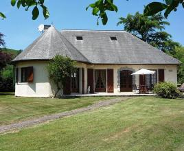 Location de vacances avec piscine à Lestelle-Bétharram, Aquitaine.