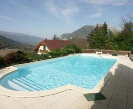 Ferienhaus in Frontenex mit Pool, in Alpen.