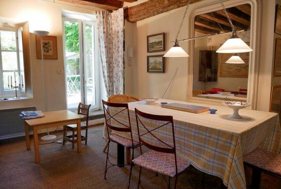 Holiday house in Crespières, Ile de France -