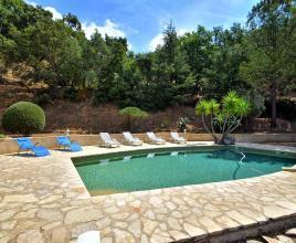 Vakantiehuis in Collobrières met zwembad, in Provence-Côte d'Azur.