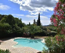 Casa vacanze con piscina in Carnoules, in Provence-Côte d'Azur.