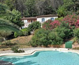 Vakantiehuis in Carnoules met zwembad, in Provence-Côte d'Azur.